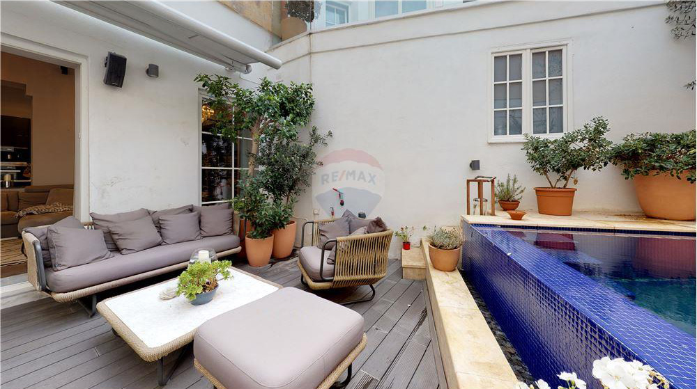 townhouse with pool